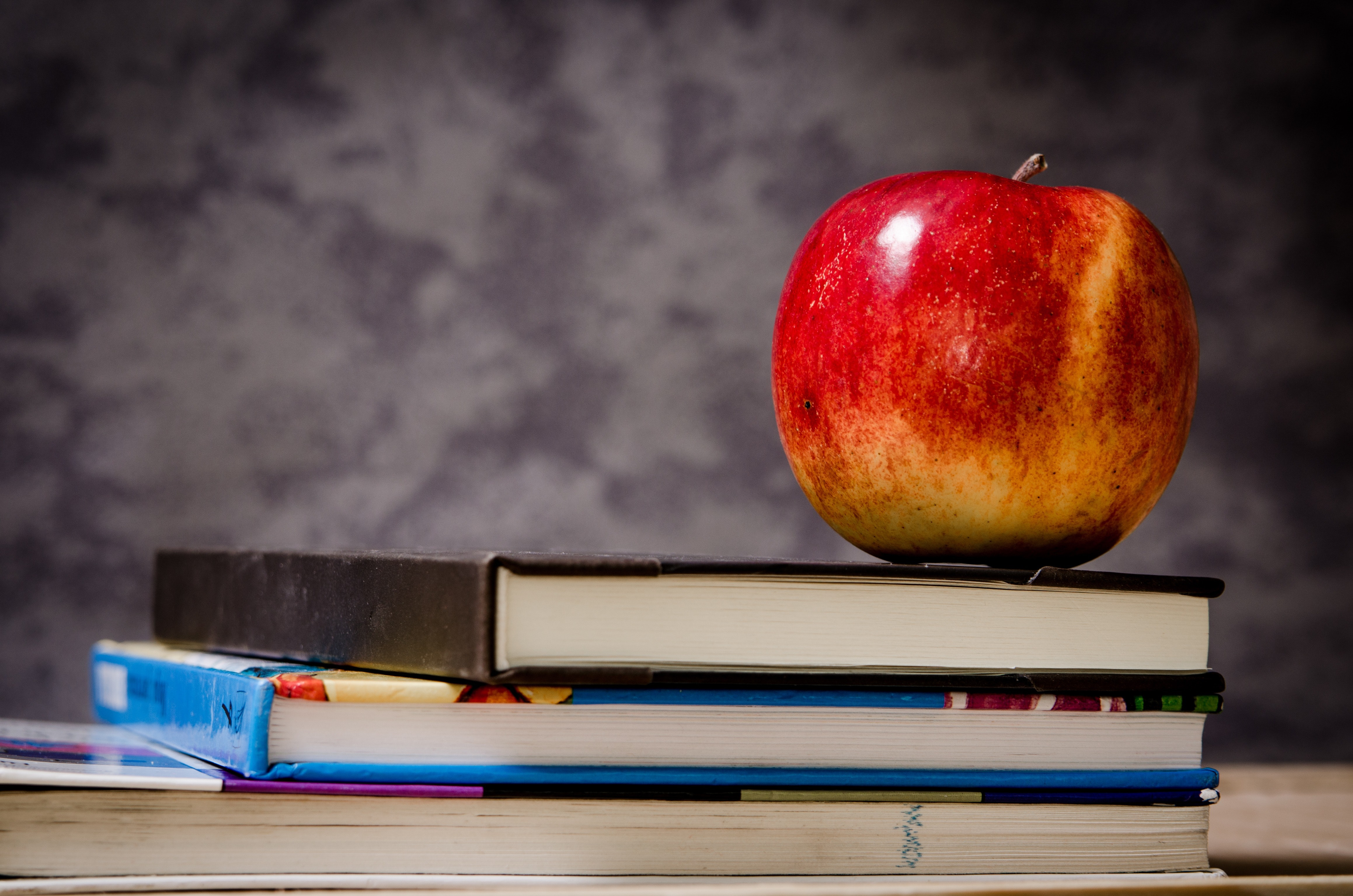 apple-blur-book-stack-256520